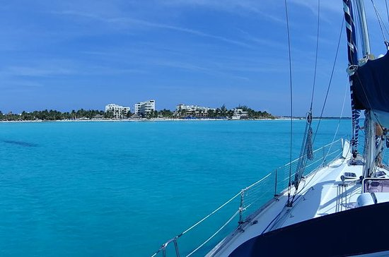 Private Customizable Sailing Tour in...