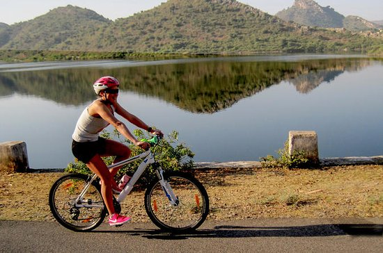 湖の町でのプライベート自転車遠征