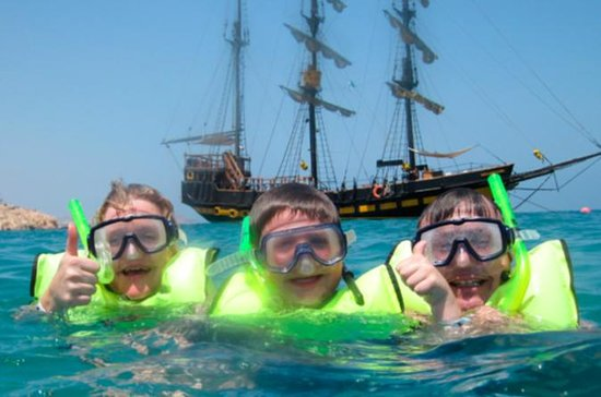 Crucero en barco pirata con desayuno...
