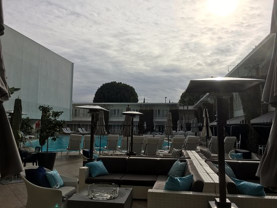 The Beverly Hilton: Lovely Pool Area