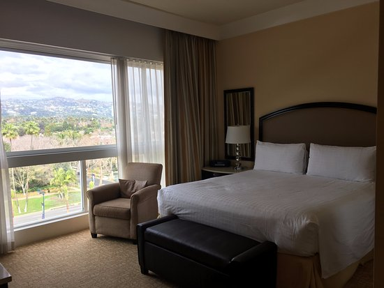 The Beverly Hilton: King Bed Room