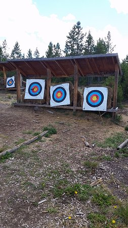 Snow Mountain Ranch: Archery targets were outside, gave us some bows and beat up arrows and very basic instruction.