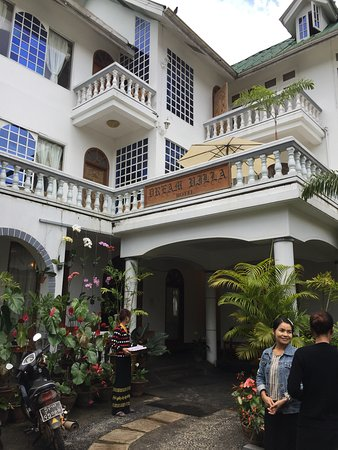 Dream Villa Hotel: entrance