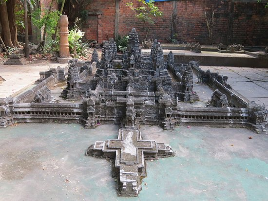 ‪Miniature Replicas of Angkor by Dy Proeung‬