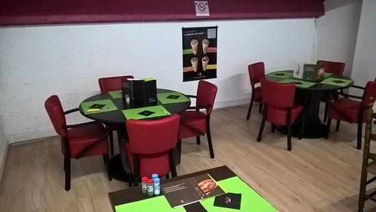 Rocbaron, Francia: tables rondes