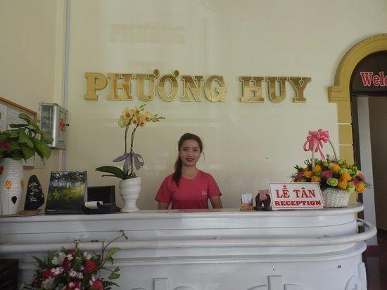 Vinh, Vietnam: Cô nhân viên lễ tân rất dễ thương, nhiệt tình, chuyên nghiệp. Tôi thích hệ thống khách sạn này