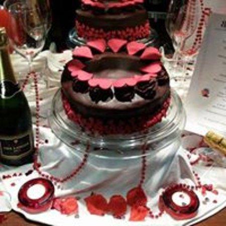 Mapplewell, UK: Valentines Day Cake