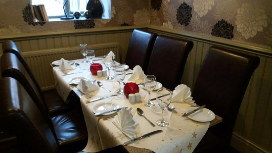 Mapplewell, UK: Ready for Sunday Lunch