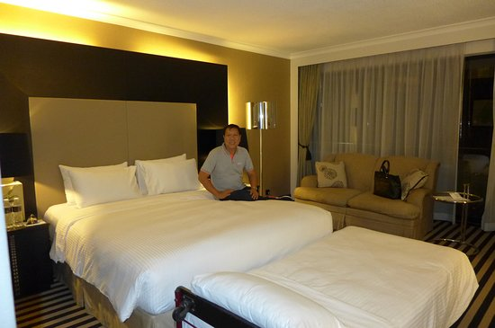 Room Smells hotel room smells damp@concorde hotel singapore - picture of