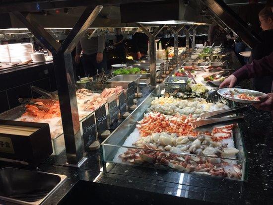 Aschaffenburg, Germany: Große Auswahl am mongolischen Grill
