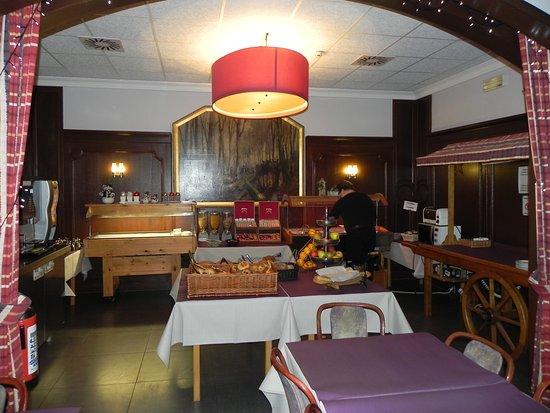 Floreal La Roche: zaal waar je kan ontbijten als dineren, er zijn meerdere zalen om te dineren en ontbijten