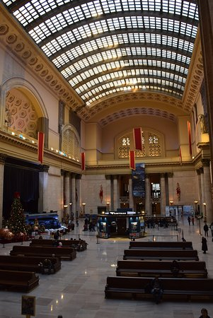 inside union station at christmas - Chicago Christmas Station