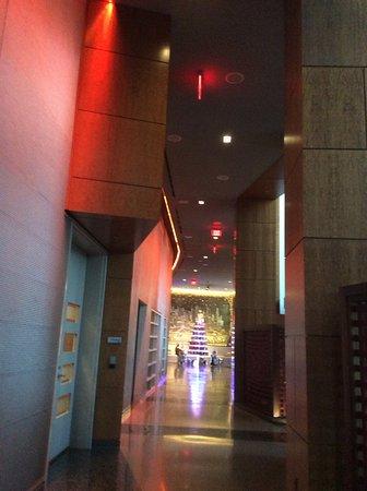 W Hoboken: Couloir qui mène à la reception