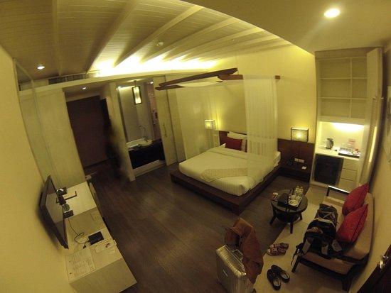 De Chai The Colonial Hotel: Badezimmer mittels Schiebetüre verschliessbar.