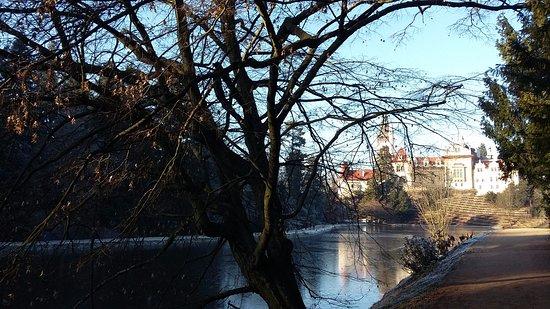 Průhonice, Tsjekkia: Вид на замок из парка