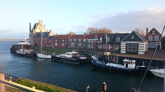 Veere, The Netherlands: Das Hotel von der gegenüberliegenden Seite