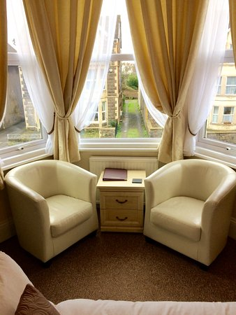 Phenomenal Room 4 Luxury Twin Seating Area Picture Of Milton Lodge Bralicious Painted Fabric Chair Ideas Braliciousco