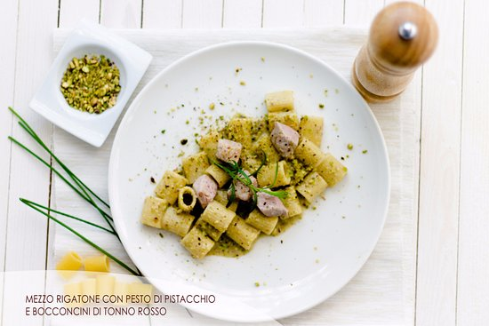 Hotel Ristorante La Lanterna : Mezza manica tonno e pistacchio