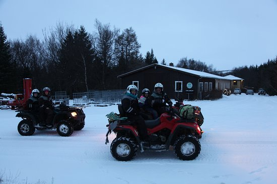 Hvolsvöllur, Islândia: The family on ATVs