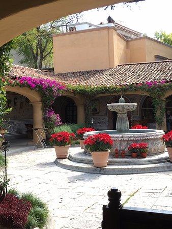 Antigua Villa Santa Monica: Inner patio/ dining area