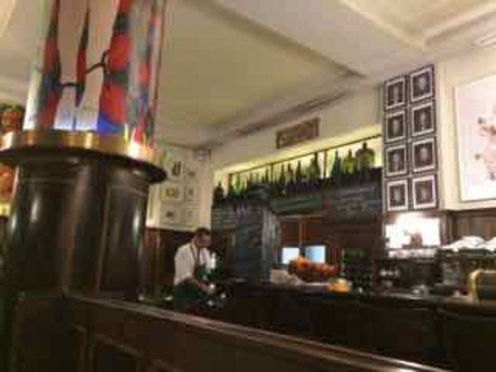 Lutter und Wegner: Bar area
