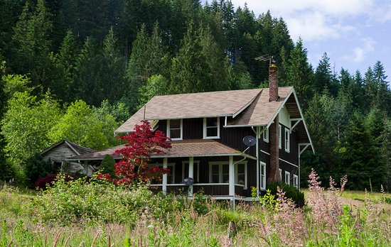 Mineral, WA: Farmhouse in the spring 120 years of history