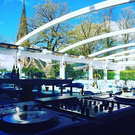 Alderley Edge, UK: Music on the Terrace