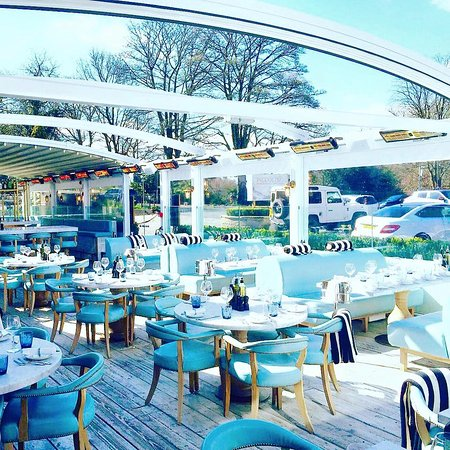 Alderley Edge, UK: Dine al fresco style