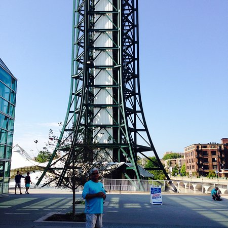 Sunsphere Tower: My Husband puts the size of the Tower in prospective watching the drone taking off to right.