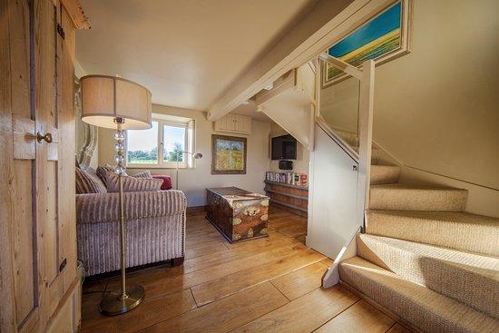 Wiveton Bell Rooms: Garden Room Lounge