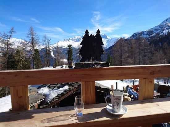 Toerbel, سويسرا: Terasse, Raclettehäuschen und Mischabel Gruppe