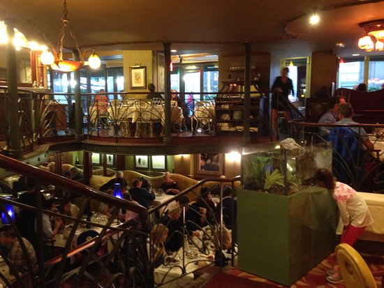 Das jugendstil restaurant le petit zinc in paris saint for Le petit salon paris