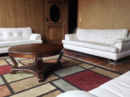 ParFive Indoor Golf: Executive Lounge