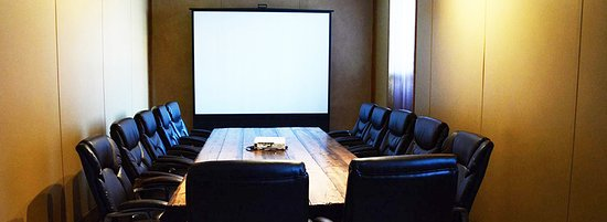 ParFive Indoor Golf: Conference room