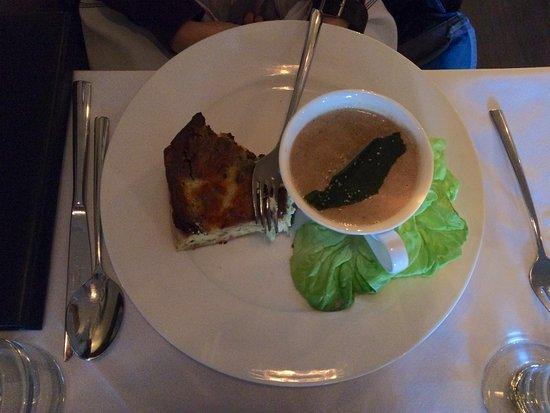 ปารีส, แคนาดา: Yummy Quiche du jour with soup