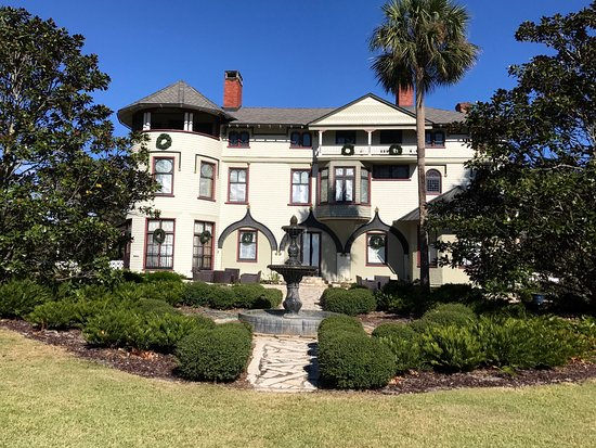 DeLand, FL: My boyfriend and I toured the Stetson mansion on our way to Orlando, FL, and it was just beautif