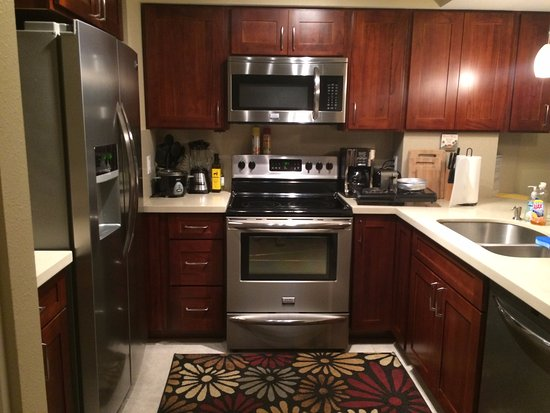 Makaha Valley Towers: Kitchen
