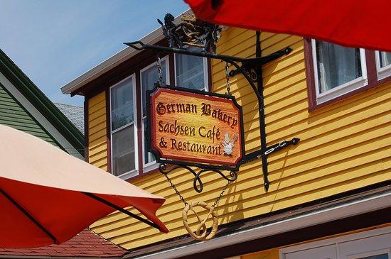 Fassade Gelb gelbe fassade schönes schild picture of german bakery sachsen
