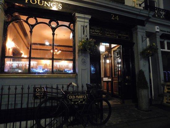 The Mitre in Lancaster Gate: Super pub