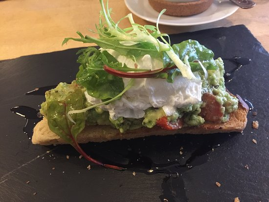 Glossop, UK: Breakfast avocado on toast with poached egg