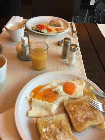 Ahotel Hotel Ljubljana: Fresh Fried Eggs