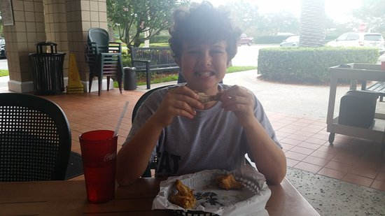 Port Saint Lucie, FL: Eating wings, and loving it!