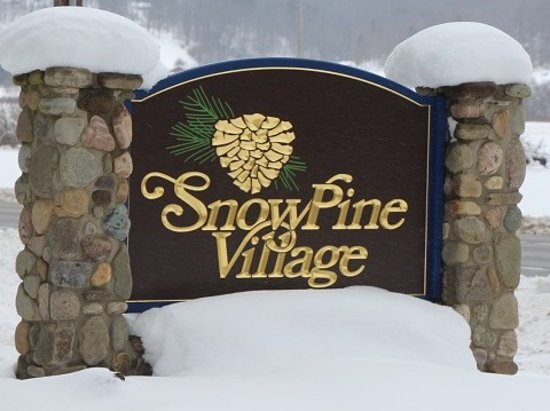 Ellicottville, นิวยอร์ก: SnowPine Village Sign