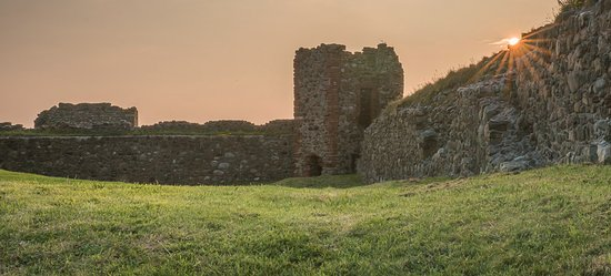 Barrow-in-Furness, UK: Piel Castle - inside the castle walls
