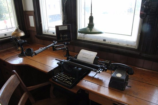 Fort Erie Railway Museum: A typewriter and a phone