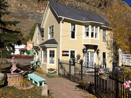 Georgetown, CO: the outside of Cake