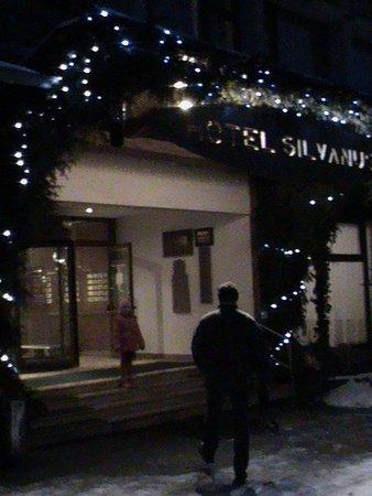 A bejáratnál