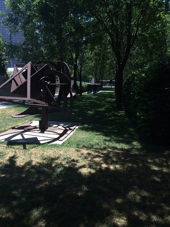 Nasher Sculpture Center: outside on the grounds