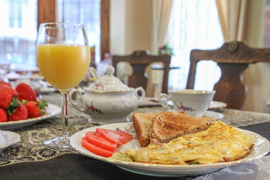 By The Park Bed and Breakfast: Home cooked breakfast