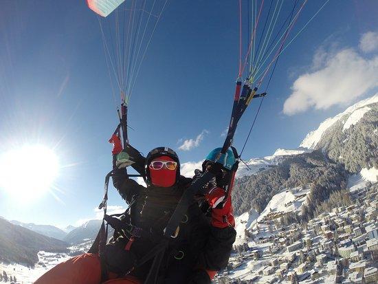 Joyride Paragliding: Über Davos Dorf